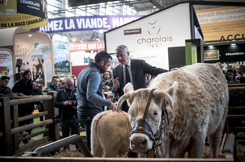 Francijas ekonomikas ministrs Bruno Lemērs Starptautiskajā lauksaimniecības izstādē Parīzē 26. februārī.