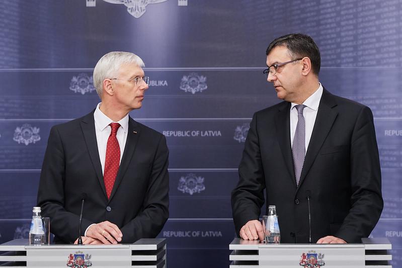 Premjers Krišjānis Kariņš un finanšu ministrs Jānis Reirs