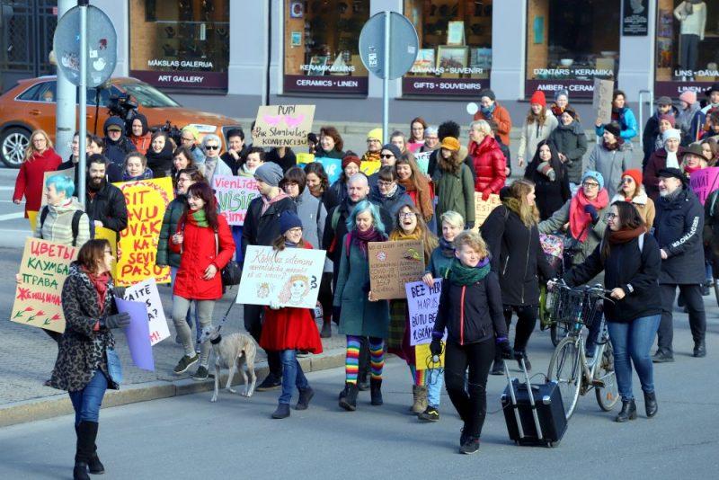 Šodien, 8.martā, Rīgā notikušais Sieviešu solidaritātes gājiens, kura mērķis bija iestāties pret vardarbību pret sievietēm, pulcēja vairāk nekā 250 dalībnieku