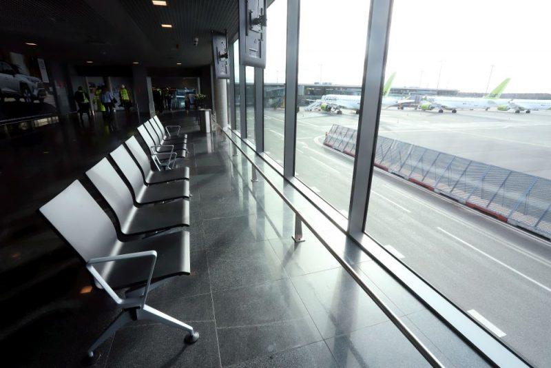 """Lidostas """"Rīga"""" darbība 17. martā pēc starptautisko pasažieru pārvadājumu atcelšanas sakarā ar koronavīrusa izraisītās slimības Covid-19 straujo izplatīšanos Eiropā."""