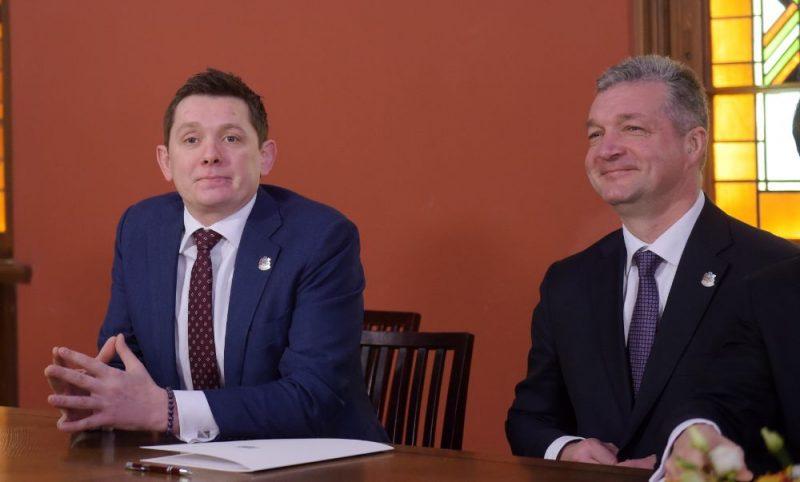 Artuss Kaimiņš (foto – no kreisās) un Atis Zakatistovs.
