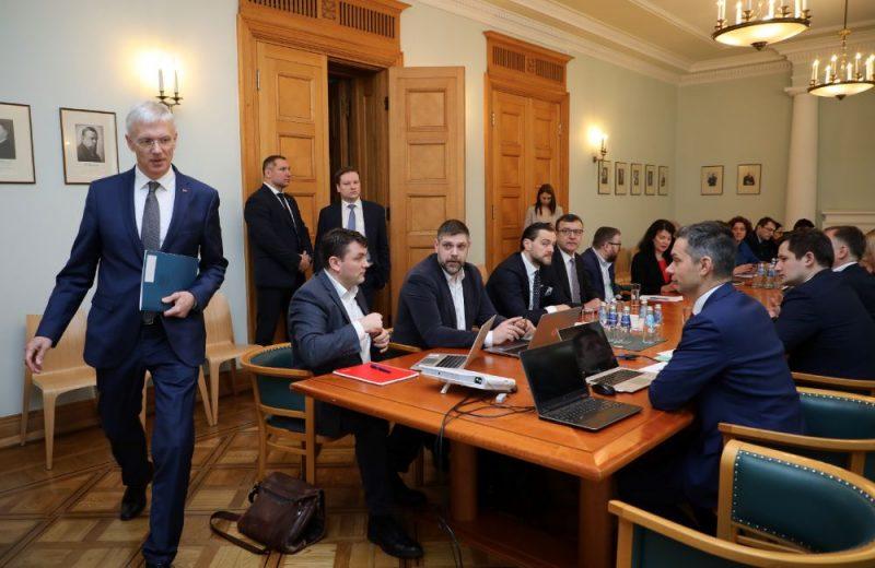 Ministru prezidents Krišjānis Kariņš tiekas ar Latvijas Bankas prezidentu Mārtiņu Kazāku un atbildīgajiem ministriem, lai izvērtētu koronavīrusa izplatības radītās sekas uz ekonomiku un konkrētu rīcību Latvijas uzņēmēju atbalstam.