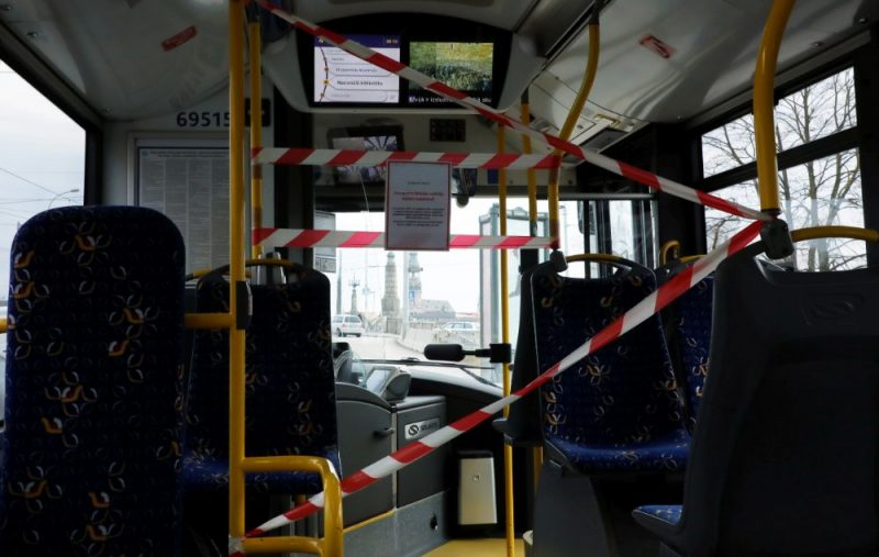 """Vadītāju izolējoši norobežojumi SIA """"Rīgas satiksme"""" autobusā."""