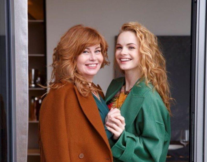 Aktrise Ieva Florence – Vīksne kopā ar savu mammu.