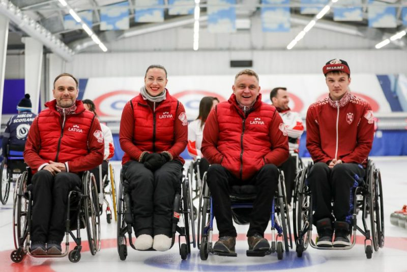Latvijas ratiņkērlinga izlases dalībnieki.