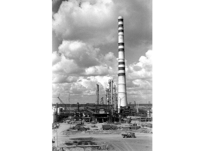 PSRS īstenotā Lietuvas blokāde apturēja Mažeiķu naftas pārstrādes rūpnīcas darbu.