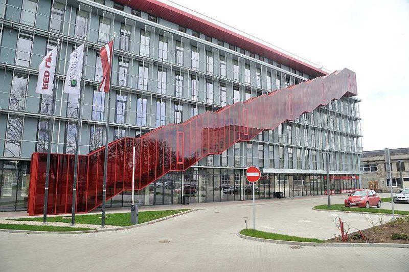 Samazinoties ārvalstu investīciju plūsmai, krītas arī pieprasījums pēc dārgākajām un labākajām biroju platībām Rīgā.