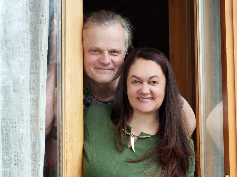 """Zanda un Uldis Žentiņi no Beverīnas novada Kauguru pagasta """"Vīnkalnu"""" mājas guvušas ievērību ar neparastu gastronomiskā tūrisma piedāvājumu – autentisku Itālijas picu cepšanu."""