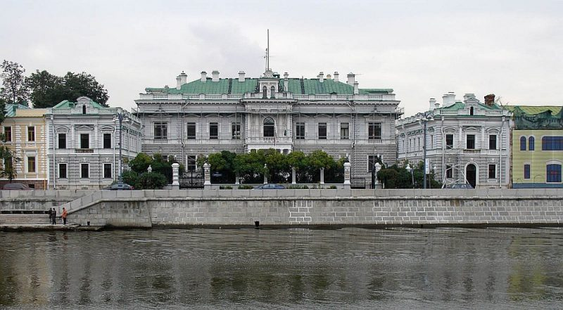 Ēka Maskavā, Sofijas krastmalā 14, kur ritēja sarunas.