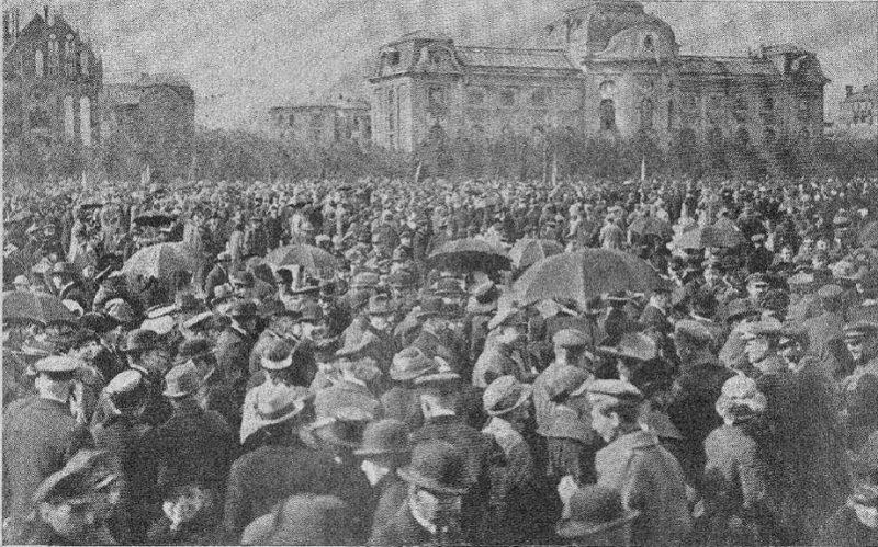 Satversmes sapulces sasaukšanai veltītā manifestācija Esplanādē.