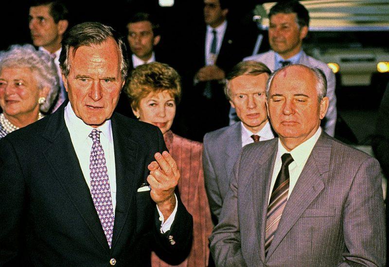 Džordžs Bušs un Mihails Gorbačovs pēc trīs dienu sarunām 1990. gada 2. jūnijā.