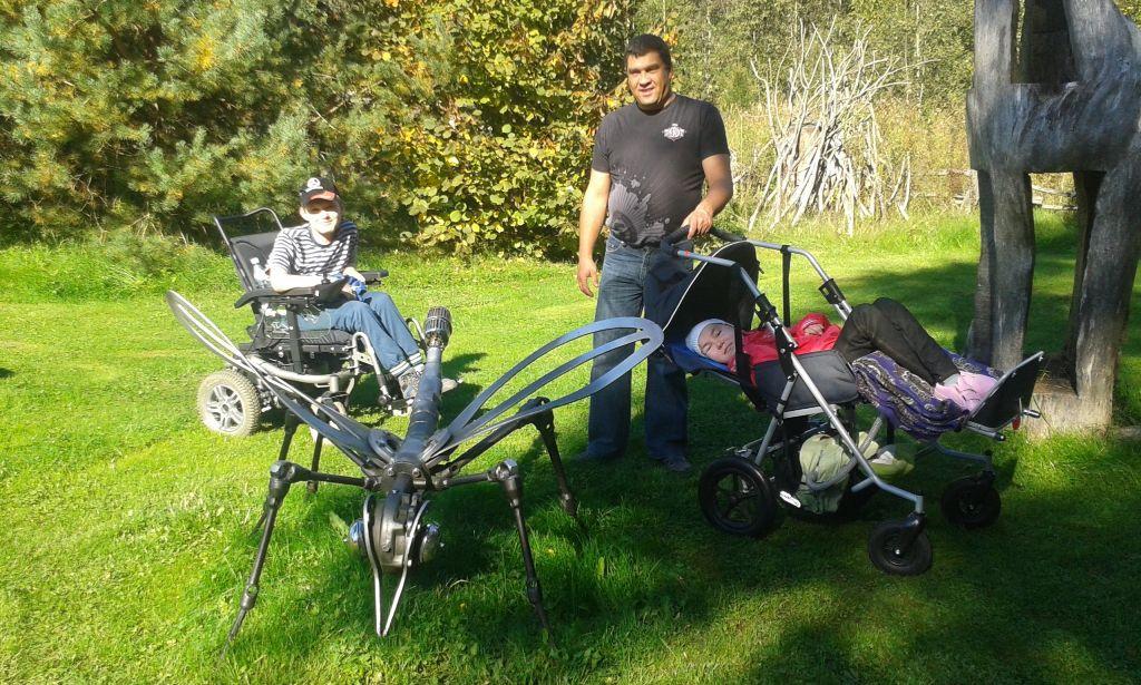 Dainis un Ērika no Alūksnes kopā ar vecākiem lūdz palīdzību.
