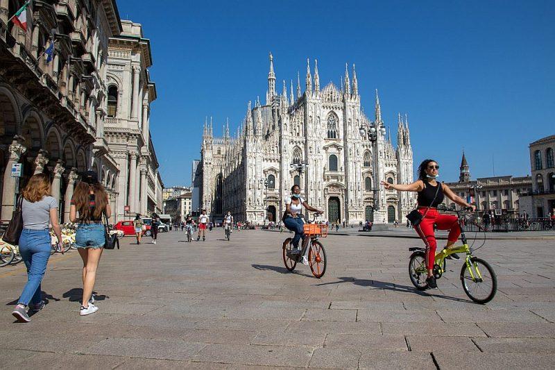 Milānieši arvien vairāk pārvietojas pa savu pilsētu ar divriteņiem un skrejriteņiem, tāpēc viņiem valsts atbalsts noderētu.