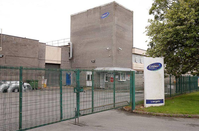 """Gaļas pārstrādes rūpnīca """"2 sisters"""" Langefnijā, Apvienotajā Karalistē, kurā izcēlās masveida saslimšana ar Covid-19 vīrusu."""