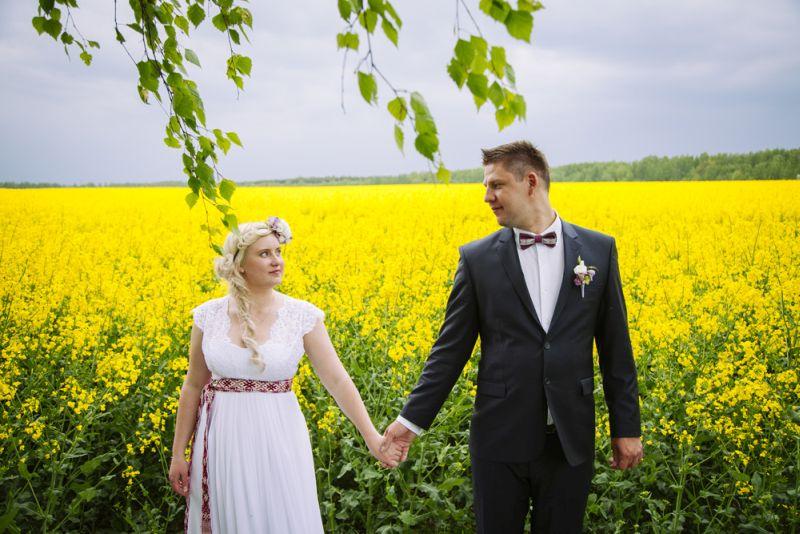 Evija un Māris Bergmaņi kāzu dienā.