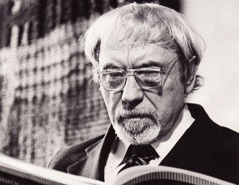 """Ievērojamais lietuviešu režisors Jozs Miltinis (1907–1994) reiz teicis: """"Kritika saviļņo mierīgus, duļķaini nekustīgus ūdeņus, (..) man tā ir vajadzīga, ir uz ko izgāzt dusmas un kā dēļ sākt strādāt."""""""