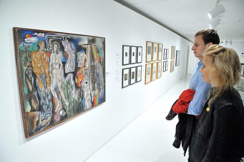 Izstāde piedāvā ieraudzīt ne tikai tos akvareļus un akrila gleznas, kur Geikina unikālais rokraksts uzplaucis visā krāšņumā, bet arī paskatīties retrospektīvi uz mākslinieka daiļrades transformāciju no pašiem pirmsākumiem.