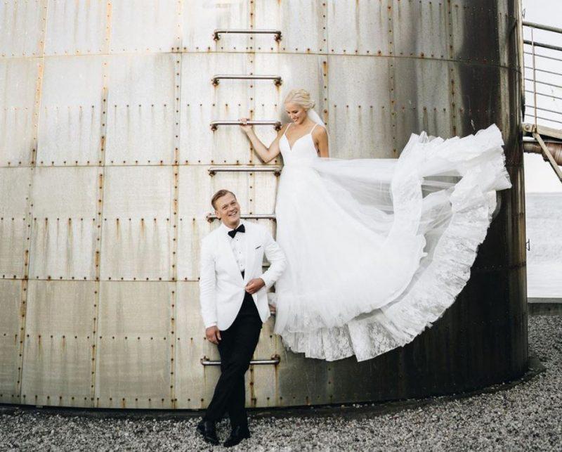 Aktieris Rihards Lepers un viņa mīļotā Krista savā kāzu dienā.