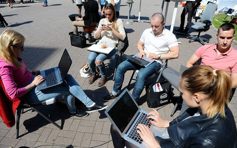 Latvijas mobilā interneta ātrums no priekšzīmīga kļuvis par pasaules kontekstā viduvēju.