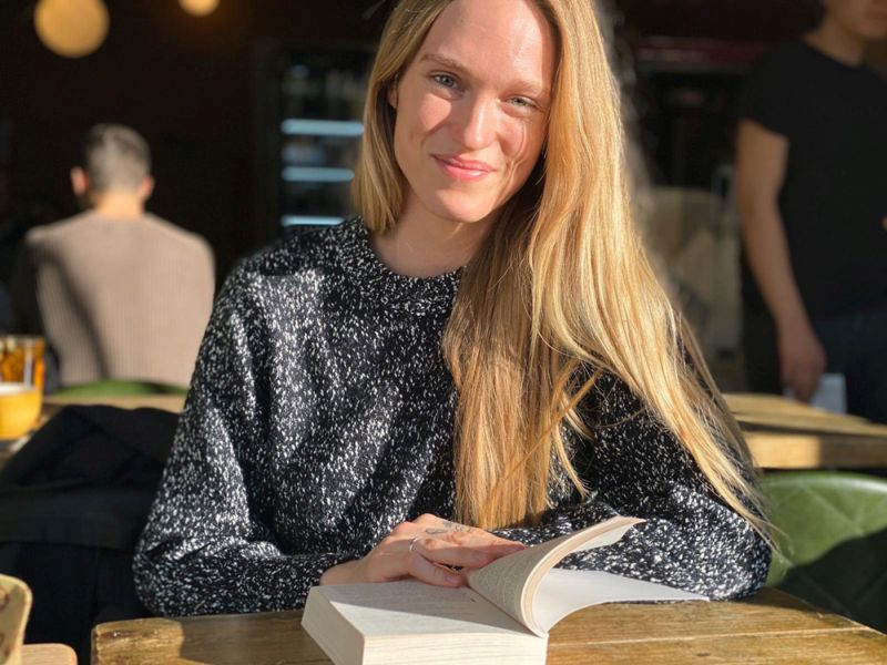 Zane Zābere palīdz cilvēkiem izprast viņu ēšanas uzvedību, mainīt to. Rīts Hemstedā, Londonā, gatavojoties kārtējai sarunai.