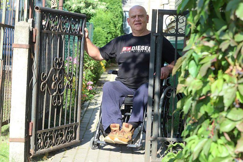 Dainis Pīrāgs šovasar ikgadējo ceļojumu iemainījis pret dārza darbiem un pirtiņas labiekārtošanu.