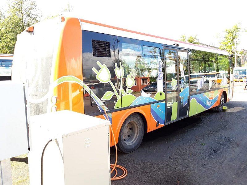 """""""Rēzeknes satiksme"""" ir viens no retajiem uzņēmumiem Latvijā, kas savā pilsētā pasažieru pārvadāšanai izmanto četrus elektroautobusus."""