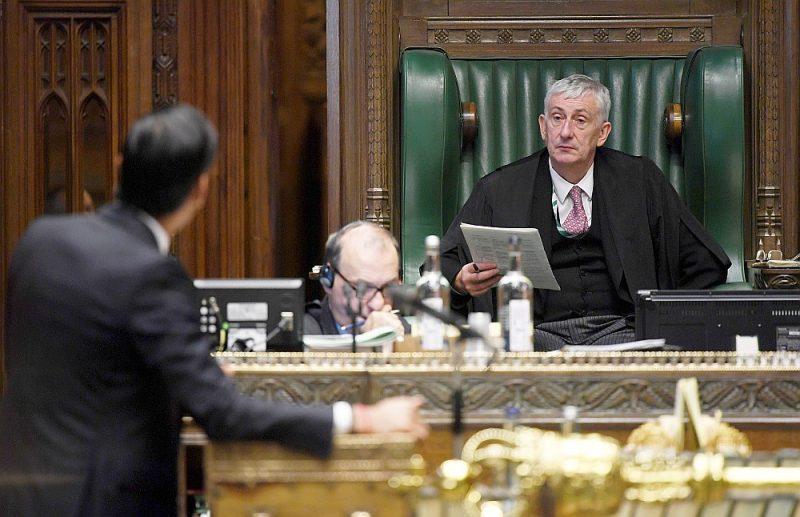 Britu Valsts kases kanclers, Viņa Majestātes kases pārvaldnieks Riši Sunaks (no kreisās) un Pārstāvju palātas spīkers Lindsejs Hoils 15. septembrī pēc tam, kad pirmdien parlamentārieši atbalstīja Iekšējā tirgus likumprojektu.