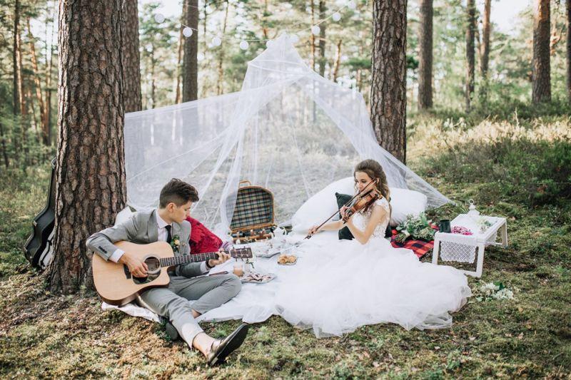 Mūsu kāzu dienā – spēlējot kopā un viens otram.