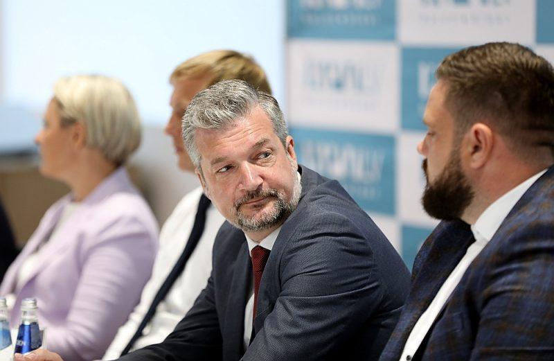 """Ar """"KPV LV"""" priekšsēdētāju Ati Zakatistovu neapmierinātie 69 biedri ir rosinājuši sasaukt kongresu, vēloties mainīt vadības struktūru un personālijas tajā."""