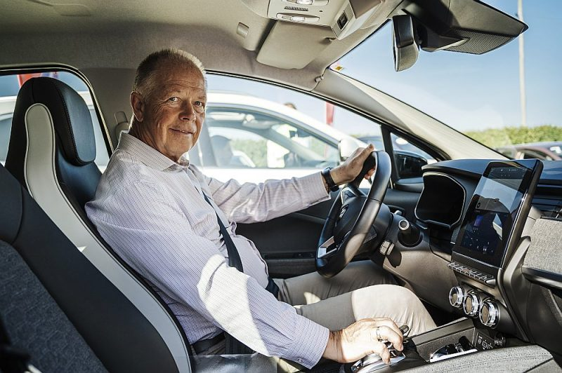 Dainis Bremze jau gandrīz trīs gadu desmitus darbojas auto tirdzniecības biznesā.