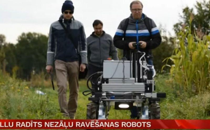 """Nezāļu ravēšanas robots """"Robis""""."""
