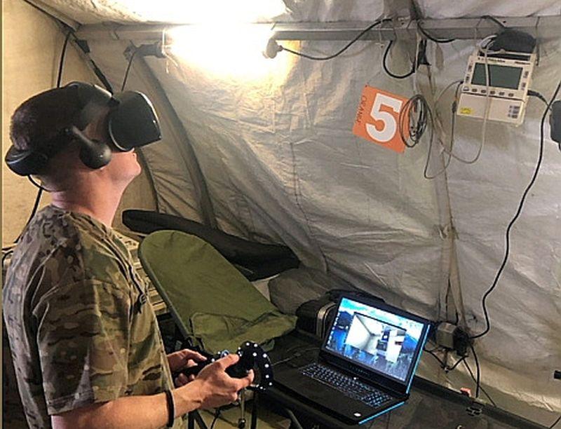 """""""Exonicus"""" pievērsīsies virtuālas militārās medicīniskās telts izstrādei, kas būs aprīkota ar nepieciešamajiem medicīnas piederumiem un instrumentiem. Apmācāmajam būs jāveic pacientu šķirošana, stabilizēšana un lēmuma pieņemšana par tālāko rīcību."""
