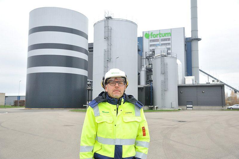 """""""Fortum Latvia"""" valdes loceklis un koģenerācijas stacijas vadītājs Ingus Kaprāns: """"Varam ar akumulācijas tvertnē uzkrāto siltumu nodrošināt visu Jelgavu četras piecas stundas."""""""