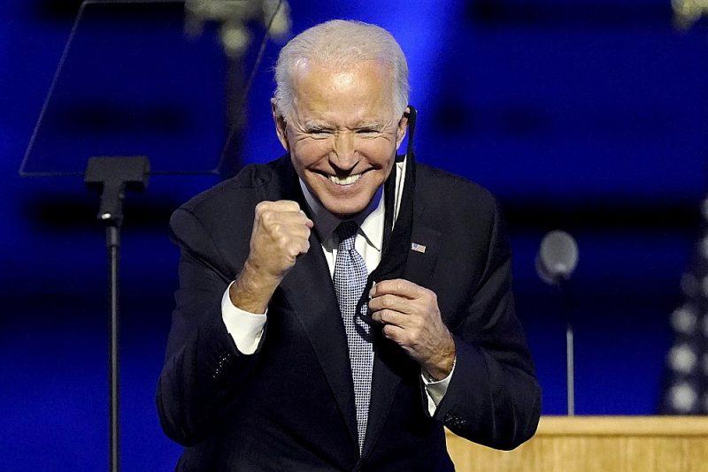 ASV ievēlētais prezidents Džo Baidens pateicas saviem atbalstītājiem pēcvēlēšanu saietā Vilmingtonā.
