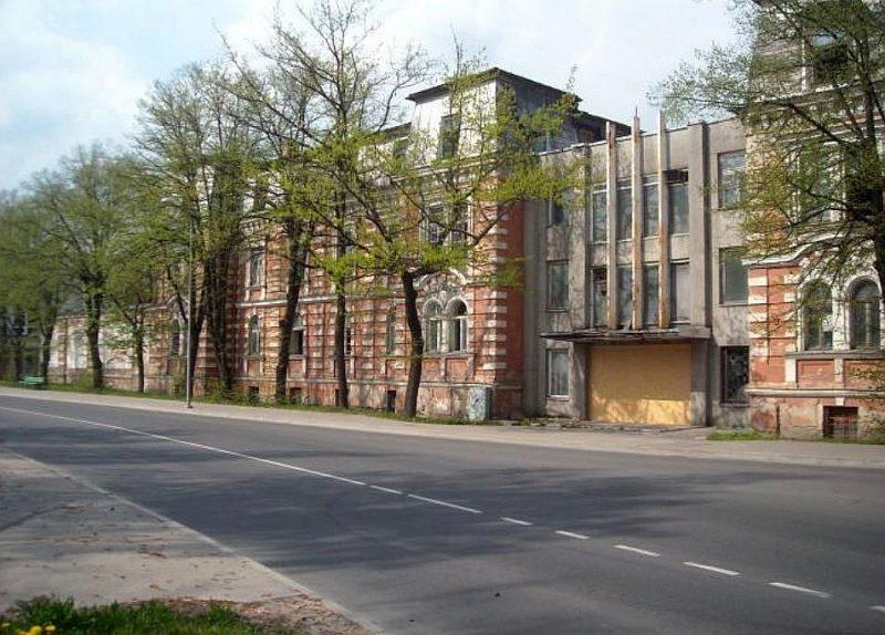 Bijušās Birjuzova karaskolas ēkas Ezermalas ielā Rīgā.