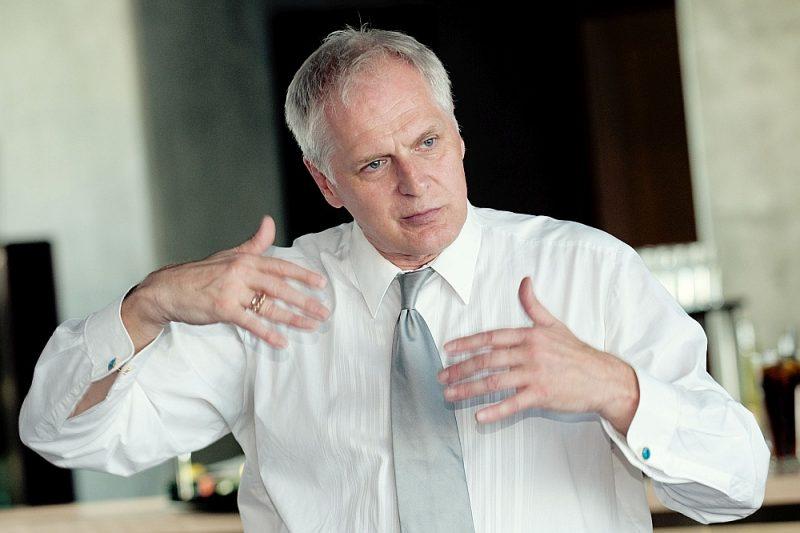 Diriģents Kārlis Beinerts jau 38 gadus ir Rīgas 3. mūzikas skolas direktors un pedagogs.