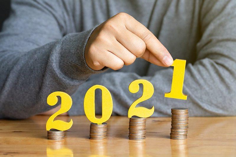 Nākamgad ar nodokļu svirām ienākumi visvairāk procentuāli palielināsies mazo algu saņēmējiem – minimālā alga 500 eiro, ar iedzīvotāju ienākuma nodokli neapliekamais minimums būs 300 eiro mēnesī, arī pensionāriem ar  nodokli neapliekamais minimums lielāks – 330 eiro.