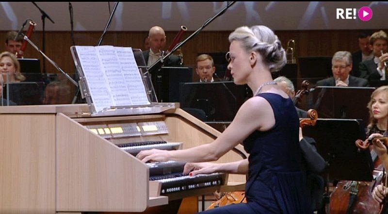 """Latvijas Radio 3 """"Klasikas"""" jubilejas koncertā piedalījās  pirmklasīgs solistu sastāvs – arī starptautiski pazīstamā ērģelniece Iveta Apkalna."""