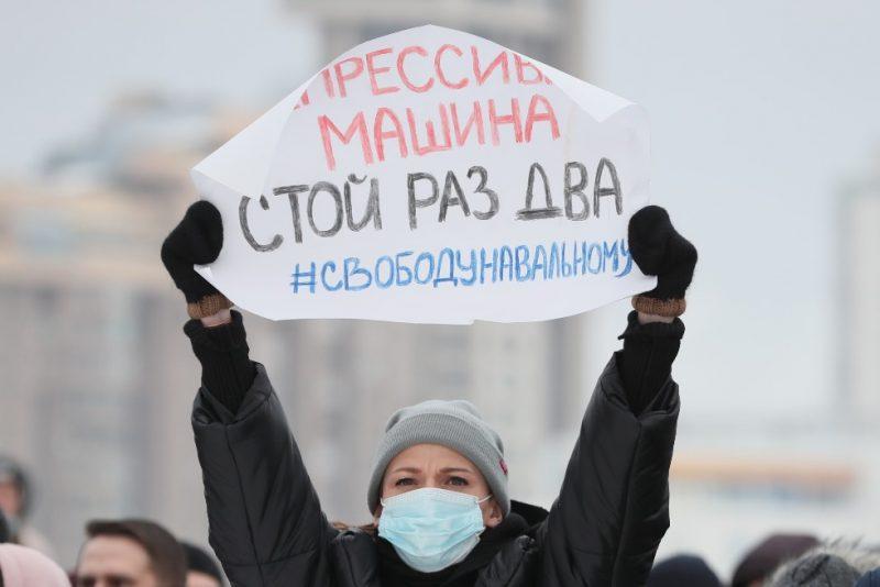Krievijā notiek protesta akcijas pret opozīcijas līdera Alekseja Navaļnija apcietināšanu.