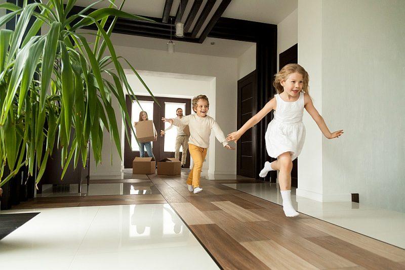 Daudzbērnu ģimenes visbiežāk izvēlas mājokļus 120 kvadrātmetru platībā, lielākoties privātmājas, arī triju vai četru istabu dzīvokļus.