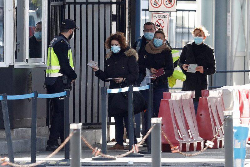 Strādājošie no Spānijas, uzrādot pasi, 4. janvārī dodas strādāt uz Gibraltāru, kas ir Apvienotās Karalistes sastāvā, bet izņēmuma kārtā paliek ES Šengenas zonā.