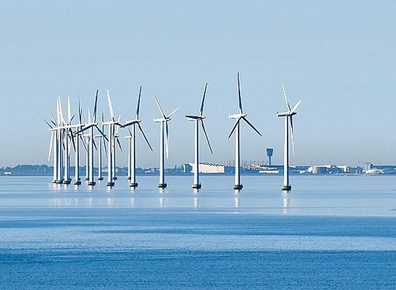 Dānijā no atjaunojamiem energoresursiem iegūst visvairāk – 62%. Midelgrundenas vēja parks ar 20 turbīnām jau 20 gadus redzams pa lidmašīnas logu, nolaižoties Kopenhāgenas lidostā.