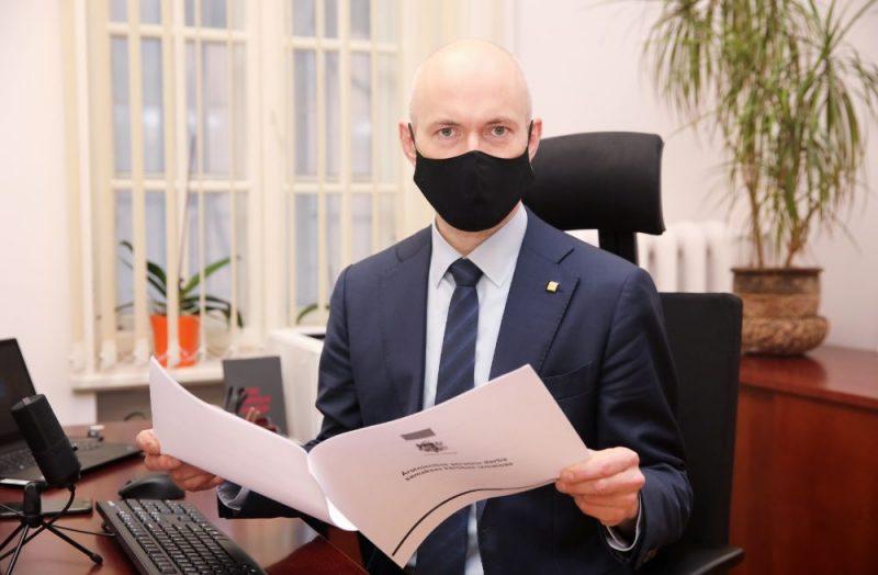 Veselības ministrs Daniels Pavļuts.