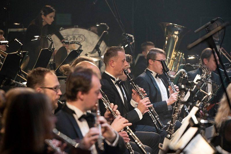 Arī šajā koncertā parādījās, ka Latvijas orķestru trauslākais punkts ir mežragi, taču paradoksālā kārtā arī šie aspekti piešķīra Liepājas simfoniskā orķestra interpretācijai savu balsi un savdabību.