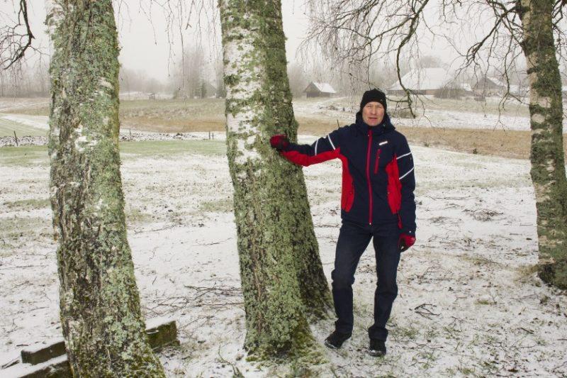 Vecpiebalgas kokapstrādātājs Aldis Glāzers.
