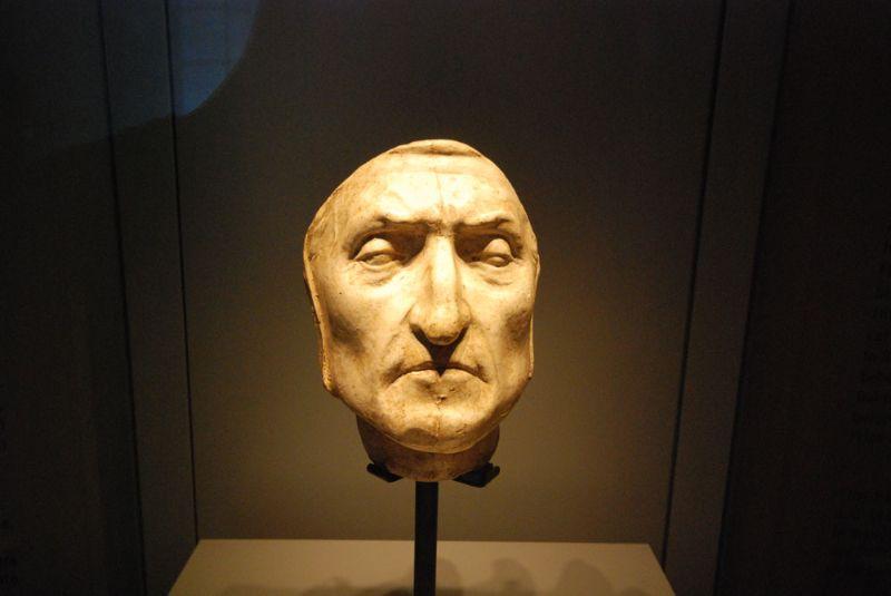 Dantes pēcnāves maska izstādīta Palazzo Vecchio Florencē.