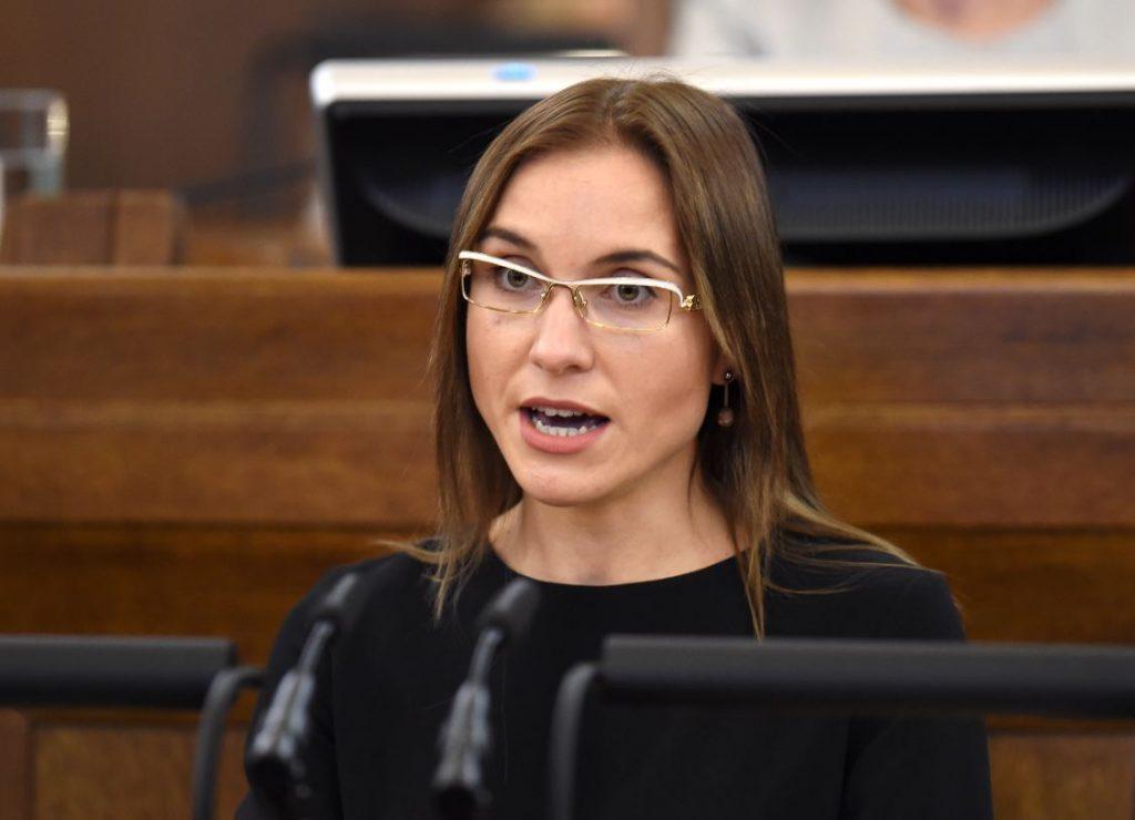 """Deputāte Karina Sprūde, kura šobrīd ir jaunizveidotās partijas """"Likums un kārtība"""" valdes locekle."""
