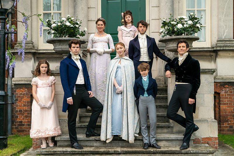 """""""Bridžertona"""", stāsts par dzīvi 19. gadsimta Anglijā, ir līdz šim visvairāk skatītais """"Netflix"""" seriāls, kura skatītāju skaits pārsniedz 82 miljonus."""