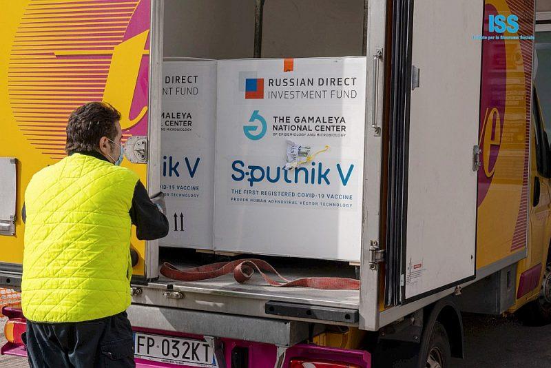 """Krievijas vakcīnas """"Sputnik V"""" devas tiek izkrautas Maltā."""