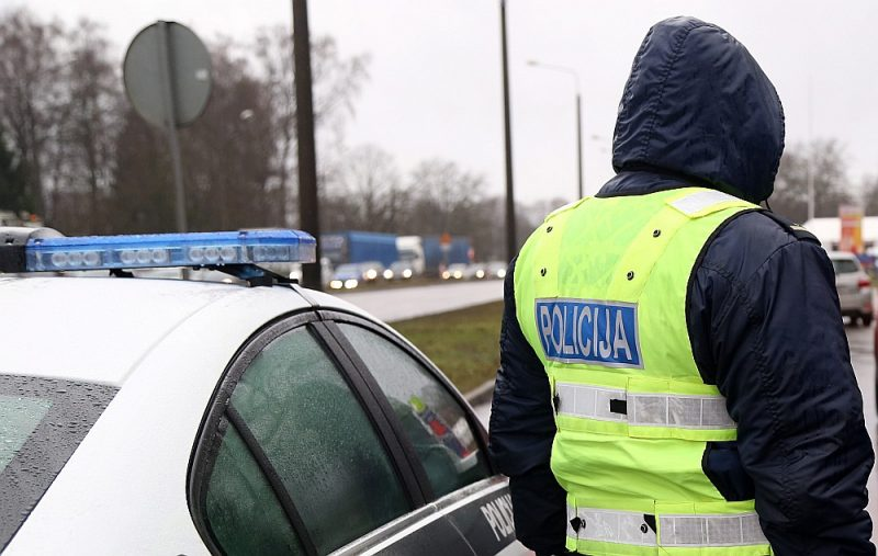 Policijas uzdevumā kāds jauneklis devies pirkt nelegālo alkoholu, un valdemārpiliete atkal iekritusi…